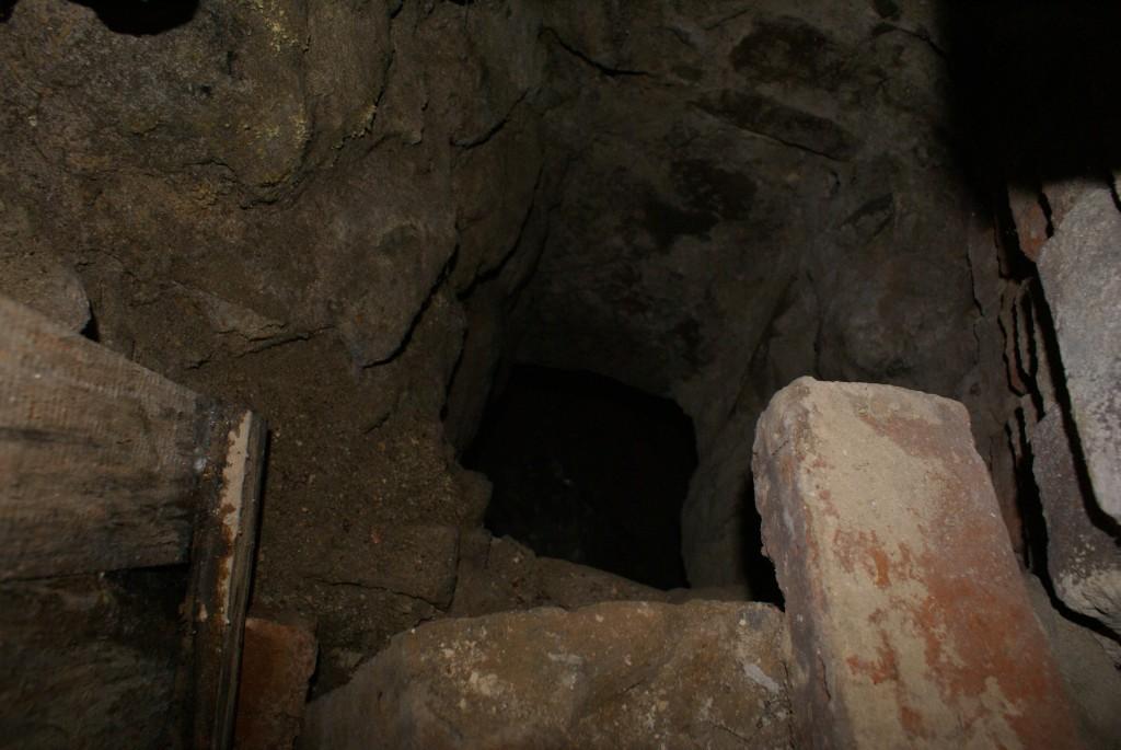 Blick ins Kellerloch
